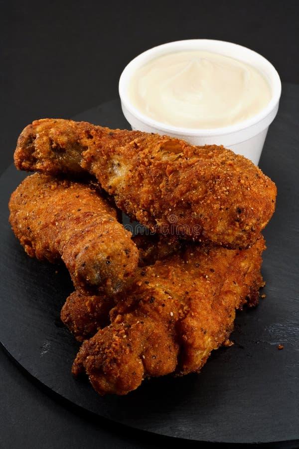 Parties de poulet frit méridional images libres de droits
