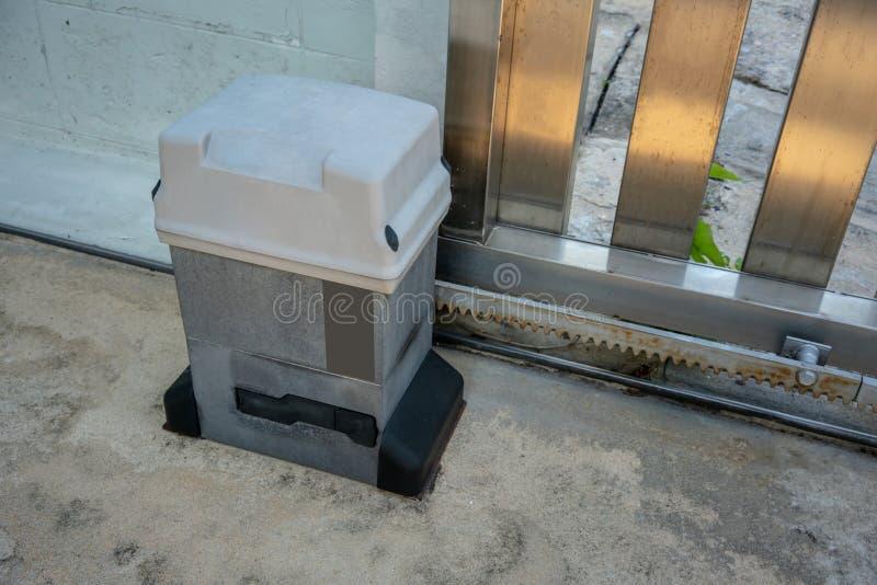 Parties de système de porte de glissement Portes et moteur automatiques photo libre de droits