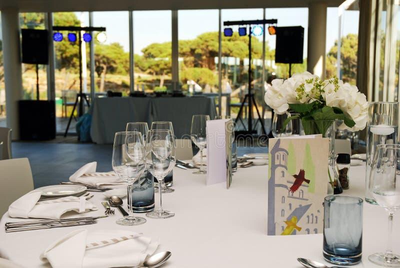 Partiet bordlägger garnering som gifta sig bankettpartiet, Dance Floor och discjockeytabellen royaltyfri foto