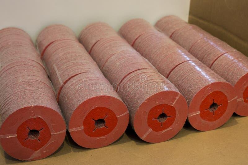 Partij ceramische vezelschijven op palet royalty-vrije stock afbeelding