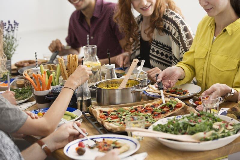 Partij met veganistvoedsel stock foto's