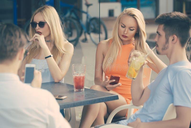 Partij, slechte gewoonten, verslaving stock fotografie