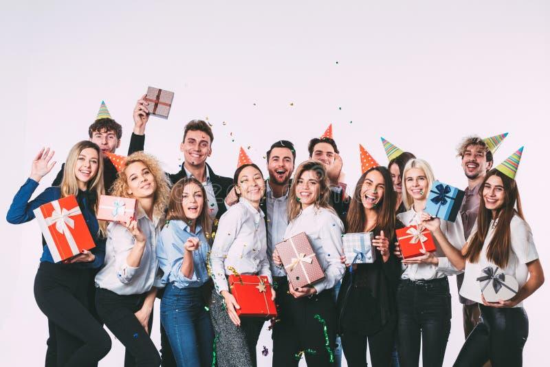 Partij van het bureau de nieuwe jaar Jonge mensen die pret hebben royalty-vrije stock foto