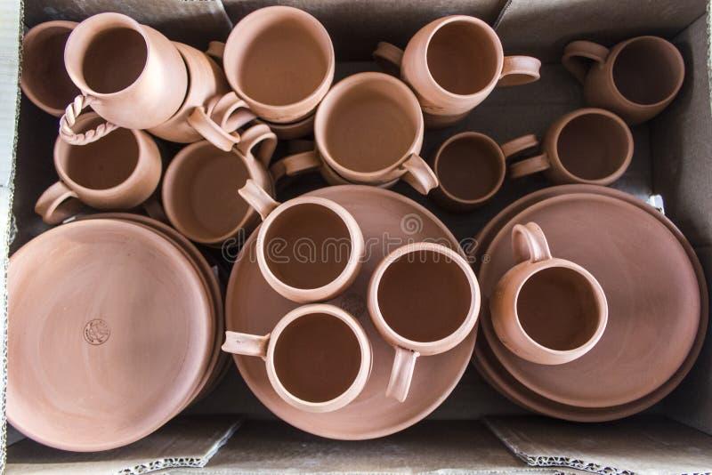 Partij van het traditionele Turkse ontwerp van de koffie met de hand gemaakte kop van klei stock afbeeldingen