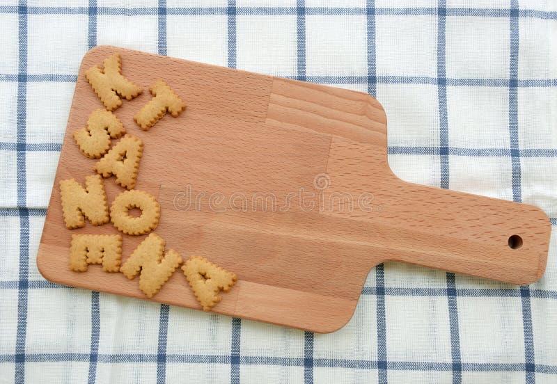 Partij van Koekjes ABC op houten plaat stock foto