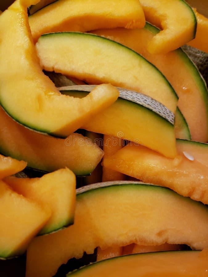partij van stukken van meloenfruit, achtergrond en textuur royalty-vrije stock afbeelding