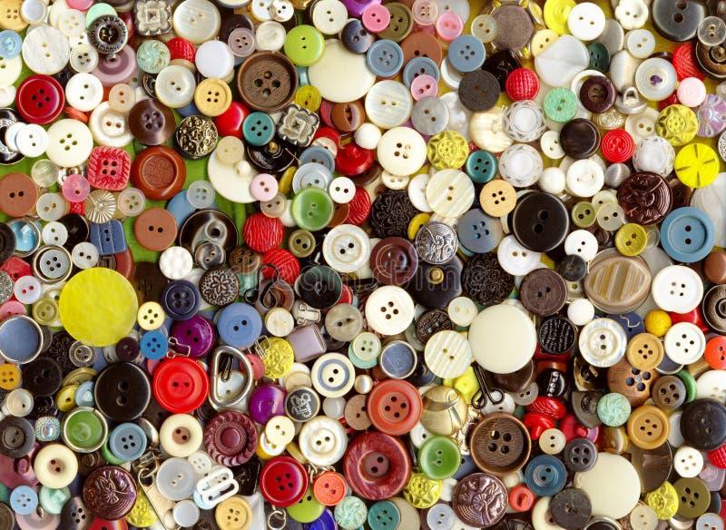 Partij van veelkleurige plastic oude uitstekende verschillende kledingsknopen stock foto's