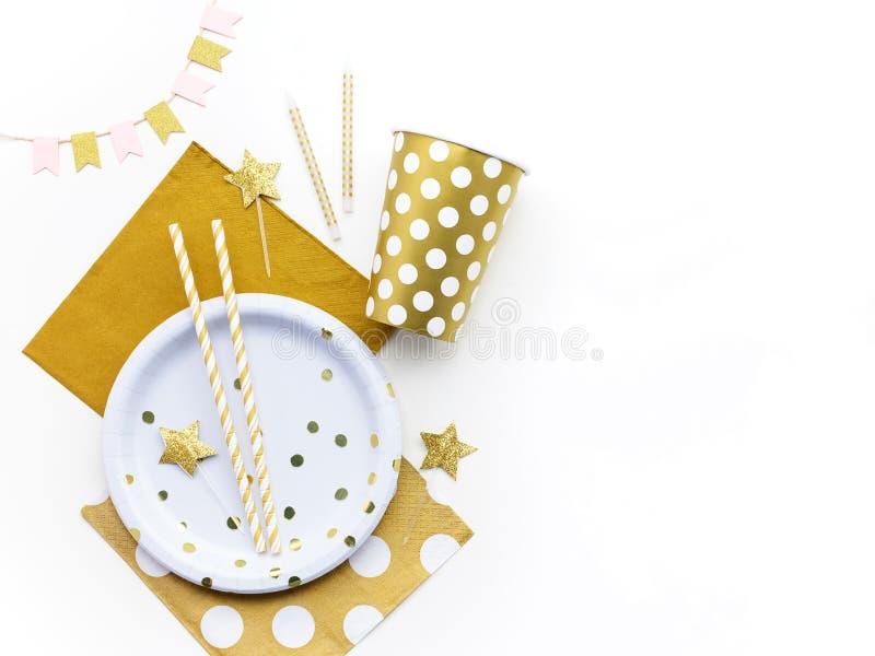 Partijachtergrond met gouden decoratie en vrije ruimte voor tekst Vlak leg Hoogste mening stock afbeeldingen