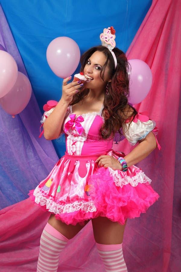 Partijmeisje die een Cupcake eten stock afbeelding