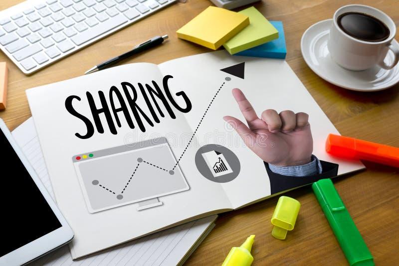 Partilha (que compartilha da conexão social Communicatio dos trabalhos em rede da parte imagens de stock