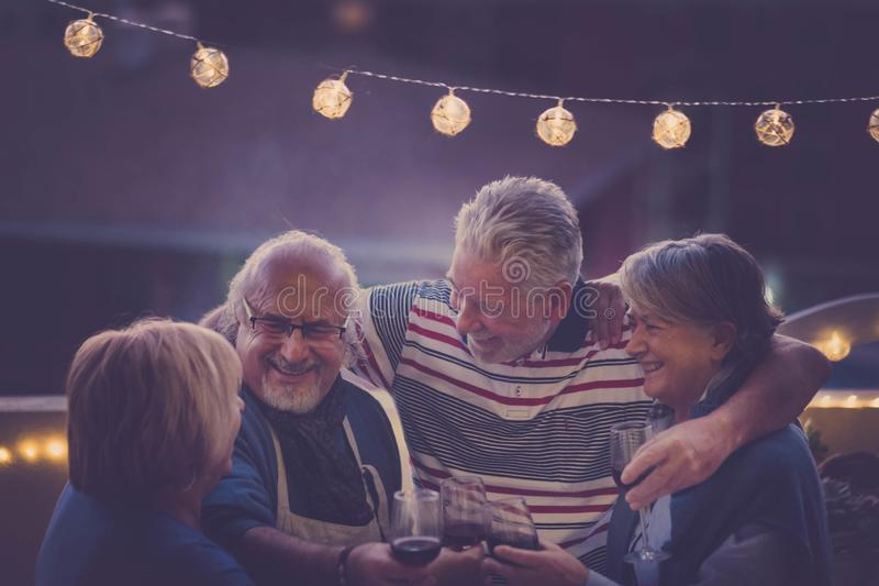 Partinatt på taket för åldrigt folk arkivfoto