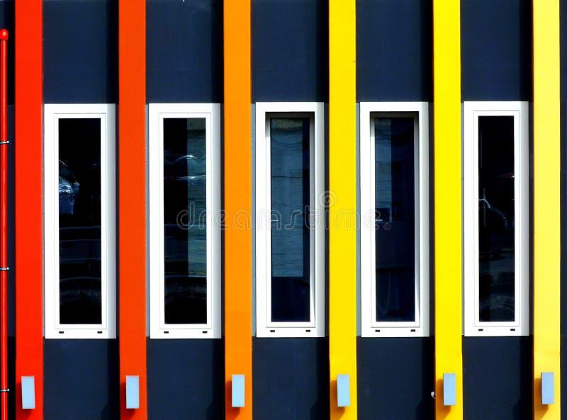 Partisk höjd för färgrik byggnad royaltyfri fotografi