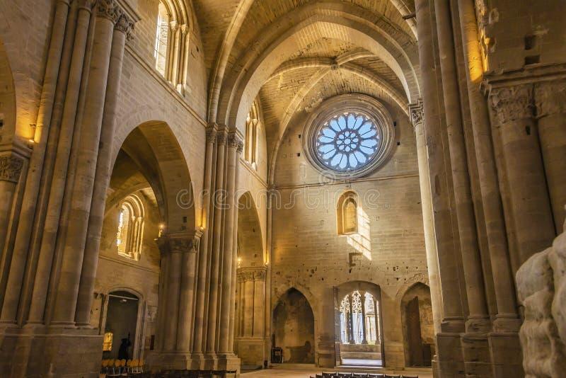 Partisk sikt av inre av den LaSeu Vella domkyrkan lleida Spanien arkivbild