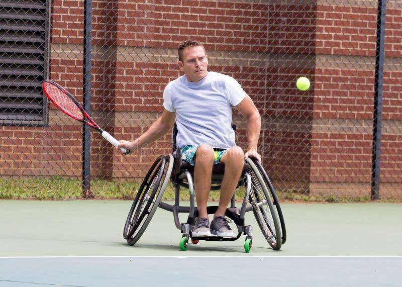 Partita di tennis su sedia a rotelle immagini stock libere da diritti