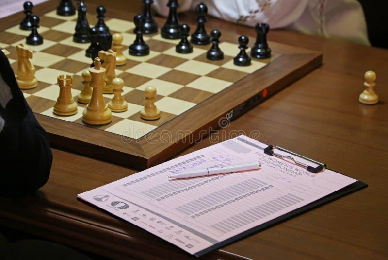 Partita Mariya Muzychuk di campionato di scacchi del mondo delle donne di FIDE contro Hou Yifan fotografia stock libera da diritti