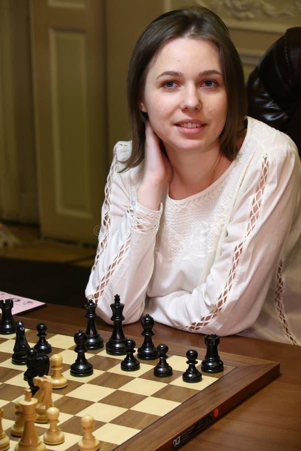 Partita Mariya Muzychuk di campionato di scacchi del mondo delle donne di FIDE contro Hou Yifan immagini stock libere da diritti