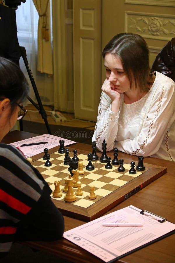 Partita Mariya Muzychuk di campionato di scacchi del mondo delle donne di FIDE contro Hou Yifan fotografie stock libere da diritti