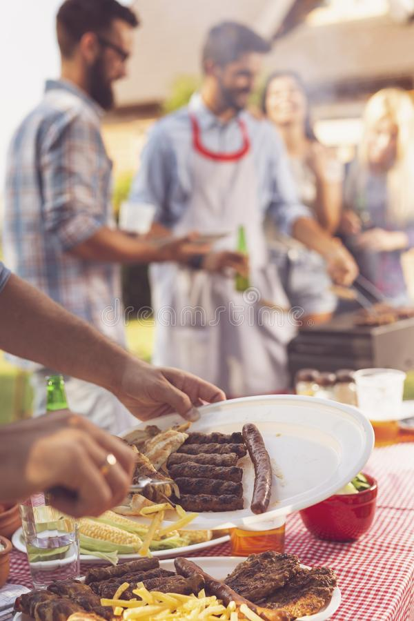 Partito del barbecue del cortile fotografia stock libera da diritti