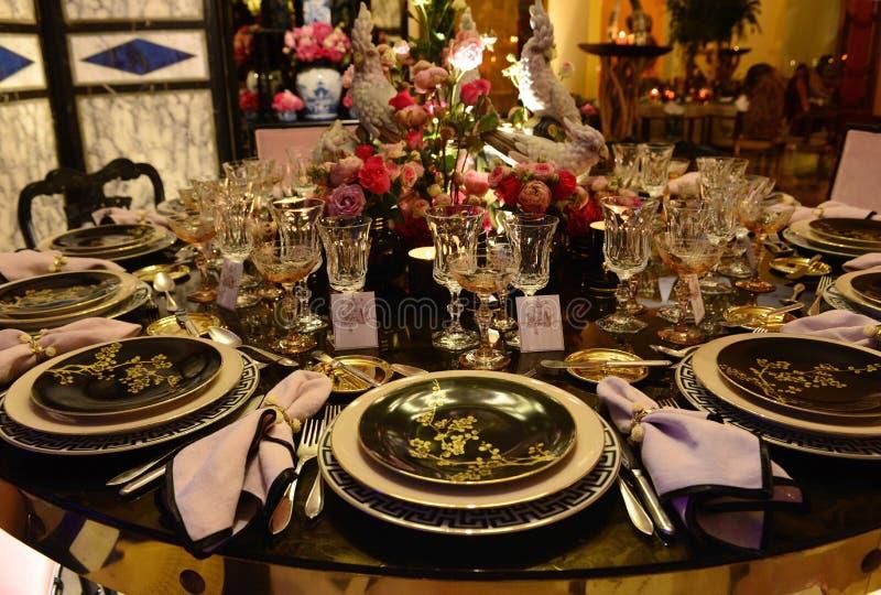 Partito di cena con stile asiatico, decorazione esotica della Tabella fotografie stock libere da diritti
