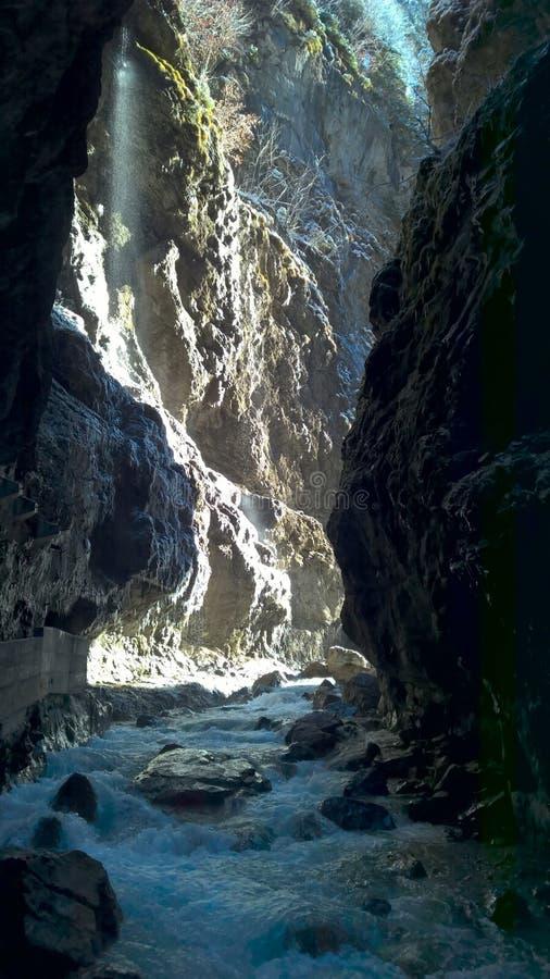 Partnach wąwóz - mglisty przejście i widok światło słoneczne zdjęcia stock