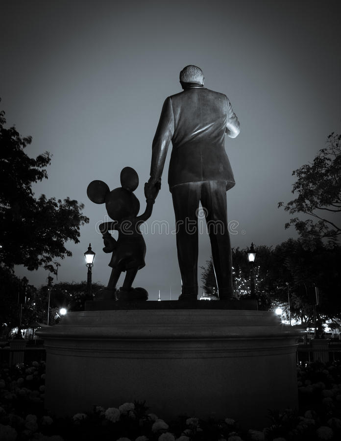 Partner statua przy Disneyland kurortem obrazy royalty free