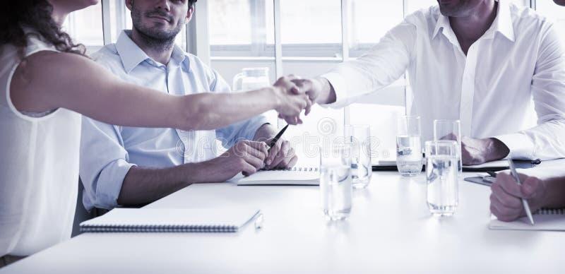 Partners die handen schudden royalty-vrije stock afbeelding