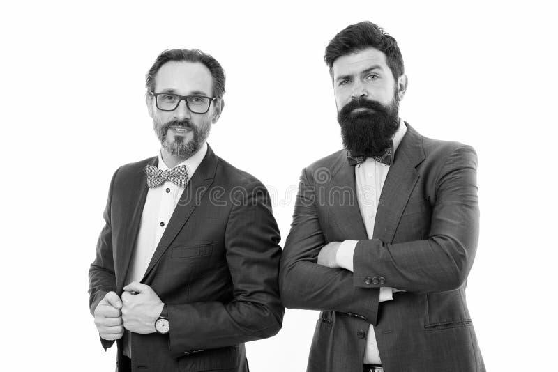 Partners ervaren collega's Kostuums van de mensen de gebaarde slijtage Wij die onderwijzen u allen over zaken gaan Deskundige uit stock afbeelding