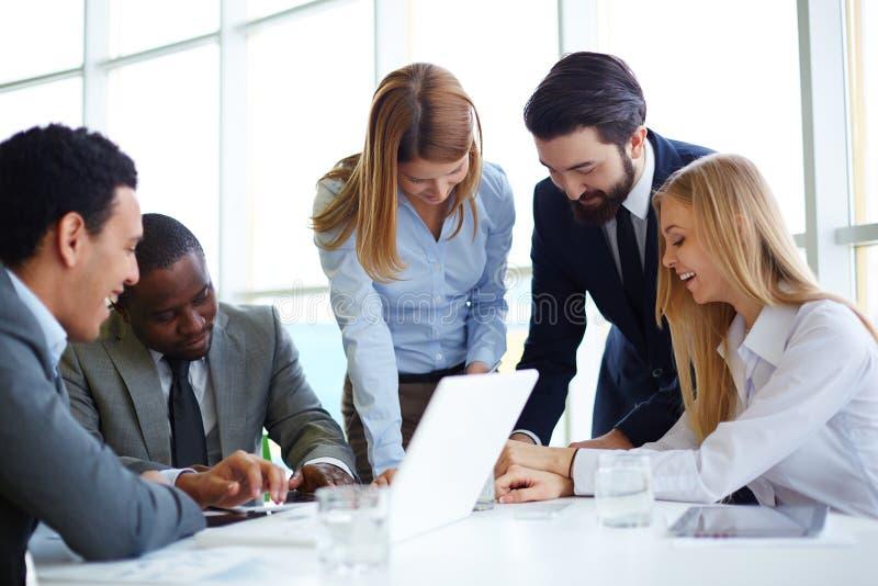 Partners het communiceren stock afbeelding