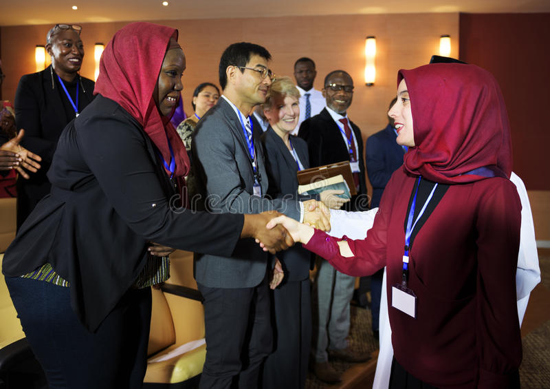 Partnerskap för konferens för mångfald för handskakaöverenskommelse arkivfoton