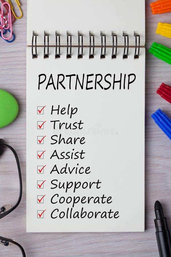Partnerskapkontrollistabegrepp royaltyfri fotografi