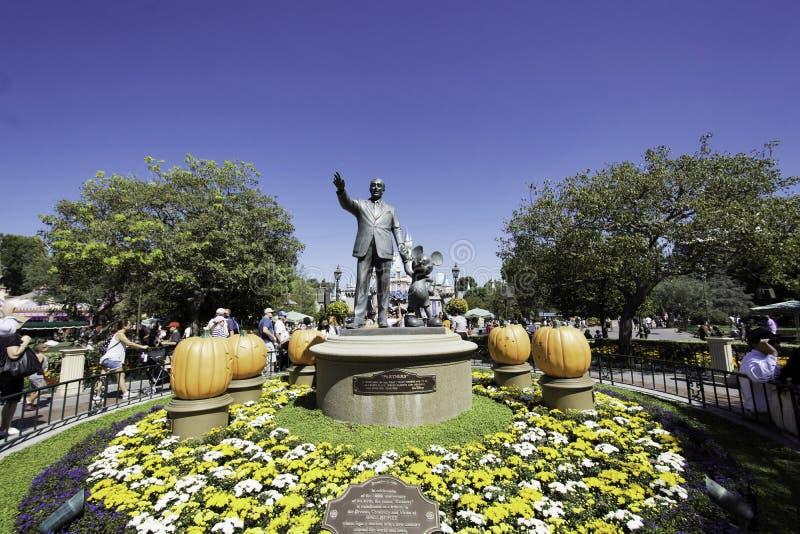 Partnerstatyn i Disneyland, Kalifornien royaltyfria bilder