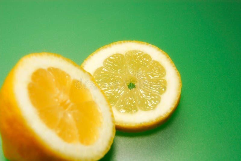 Parts d'orange de couleur photographie stock libre de droits