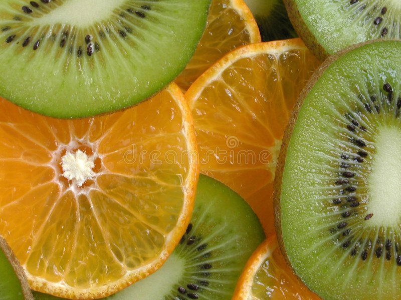 Parts d'orange et de kiwi photo stock
