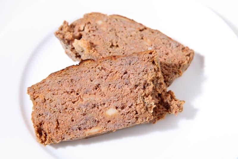 Parts de pain de viande d'une plaque images stock