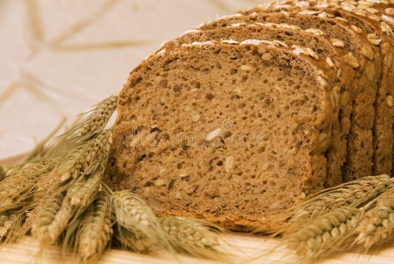 Parts de pain et céréales normales photo stock