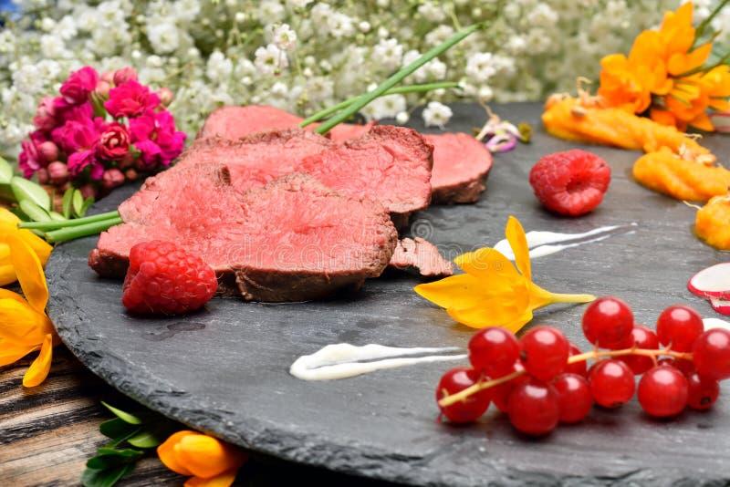 Download Parts De Viande Frite Par Canard Image stock - Image du mangez, canneberges: 56475971