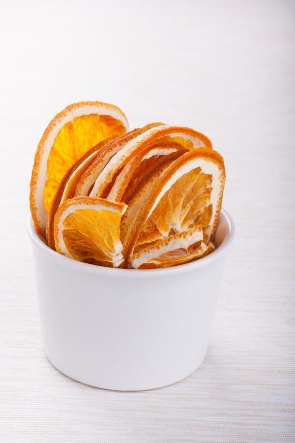 Parts oranges sèches images stock