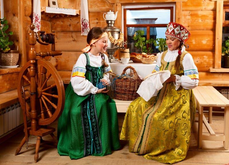 Party em uma vila no estilo velho foto de stock