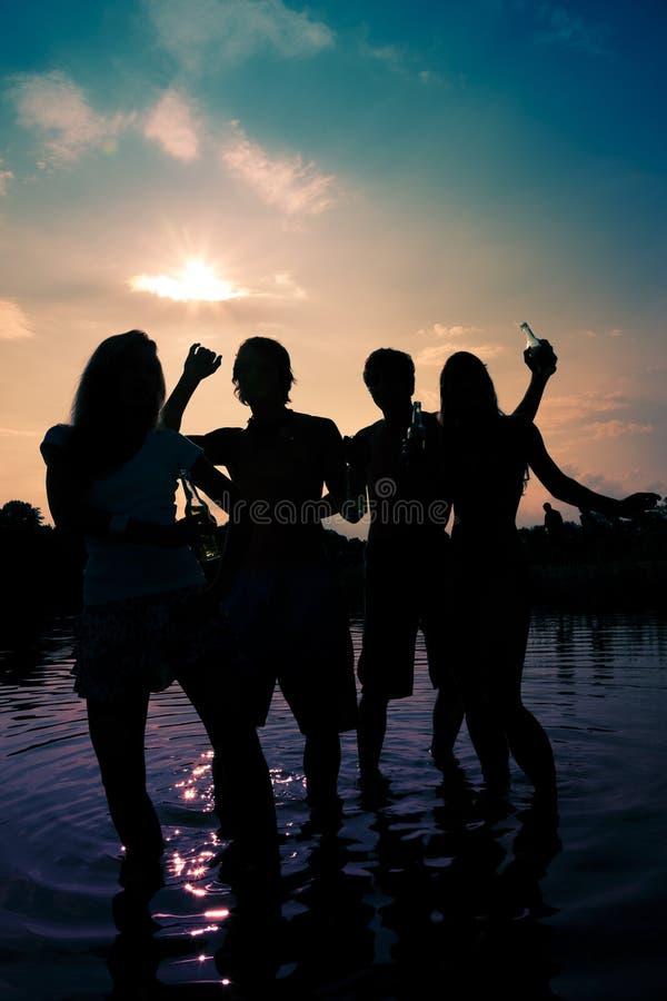 Party im Wasser lizenzfreie stockfotografie