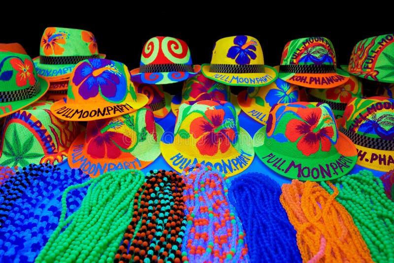 Party les chapeaux la nuit pleine lune en Thaïlande photos stock