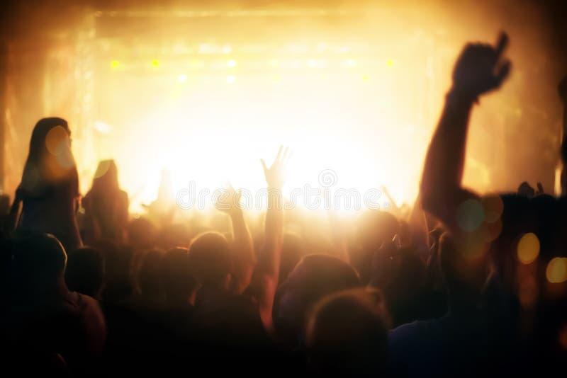 Partyjni ludzie uczęszcza koncert zdjęcia stock