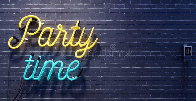 Partyjny czasu znak na czarnym ściana z cegieł tle obraz royalty free