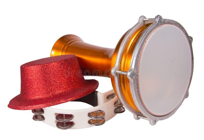 Partyjny kapelusz, darbuka i tambourine odizolowywający na białym tle, zdjęcie royalty free