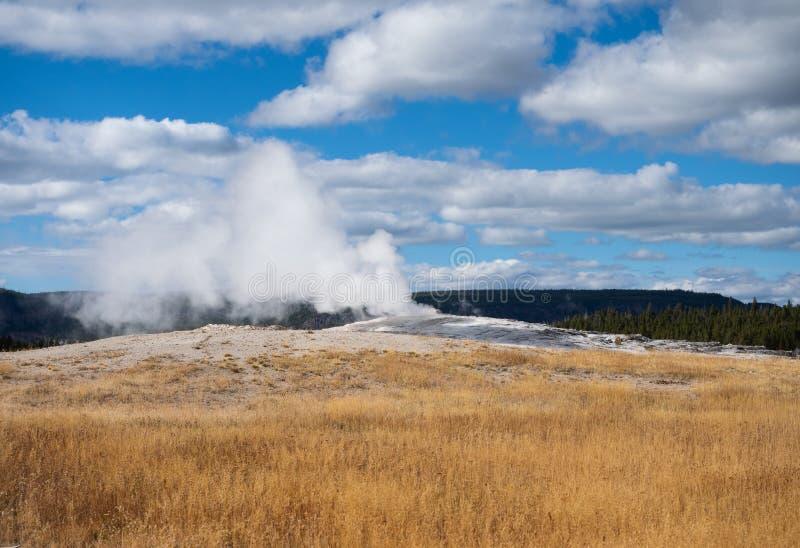 Parujący Stary Wierny Przed erupcją zdjęcie stock