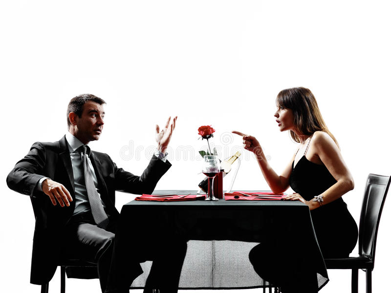 Parvänner som daterar att argumentera för matställetvist royaltyfria foton