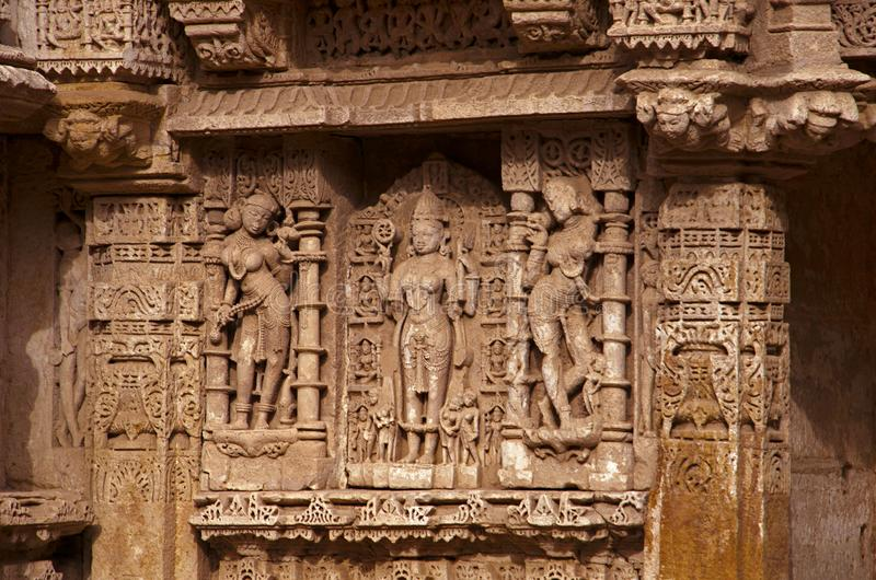 Parvati` s penitentie, Binnenmuur van Ranien ki vav, ingewikkeld geconstrueerd stepwell op de banken van Saraswati-Rivier Patan,  stock foto's