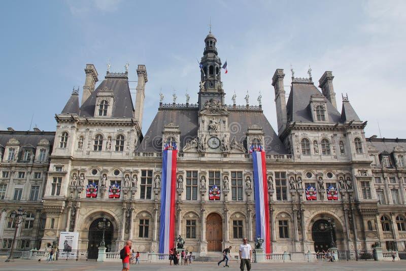 Paryż Francja, Sierpień, - 27,2017: Piękny HÃ'tel De Ville urząd miasta w niebieskim niebie zdjęcie royalty free