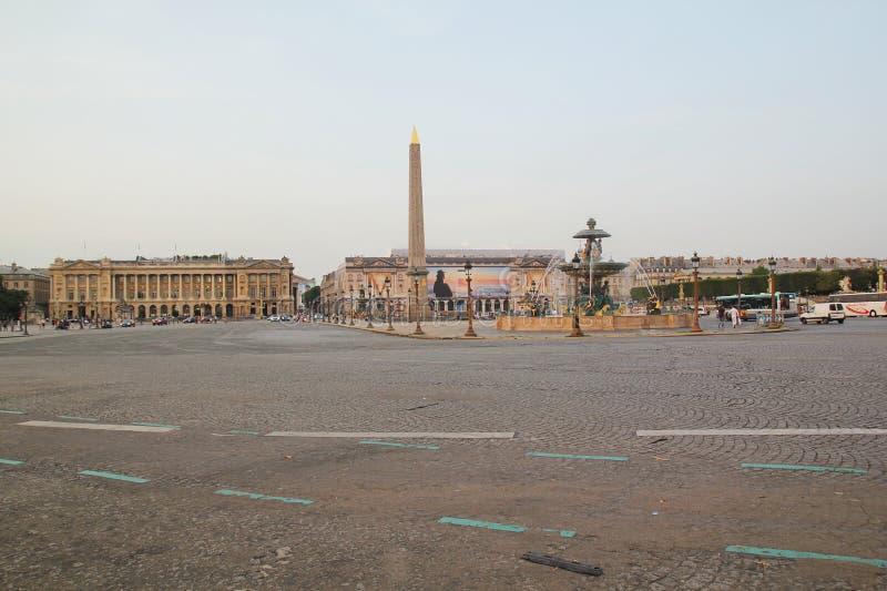 Paryż Francja, Sierpień, - 27,2017: Piękny miasto z budynkami, wierza i fontanną, obrazy royalty free