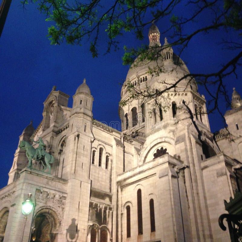 Paryż, Basilique - Du sacré Coeur Montmartre nocą obraz stock