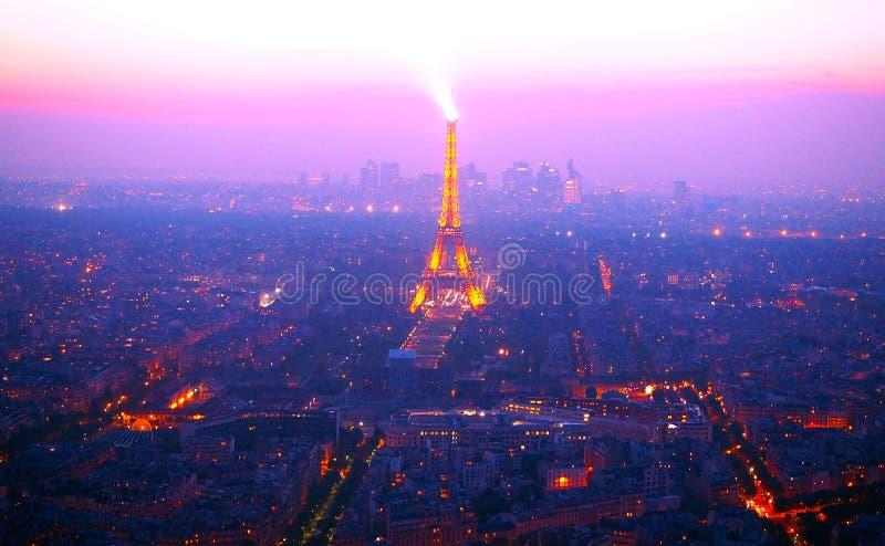 PARYŻ, FRANCJA Kwiecień 29, 2017: Widok nad Paryż od Montparnasse wierza przy noc powietrznym panoramicznym widokiem Paryska lini fotografia stock